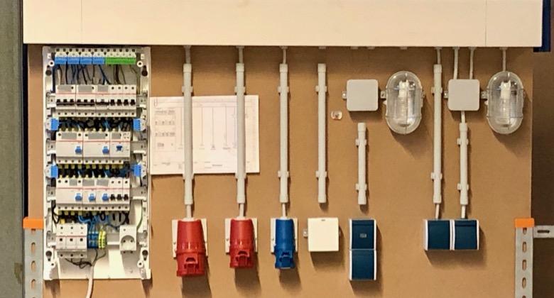 Messwand in Lehrwerkstatt Ausbildung Kocher Elektrotechnik Dortmund